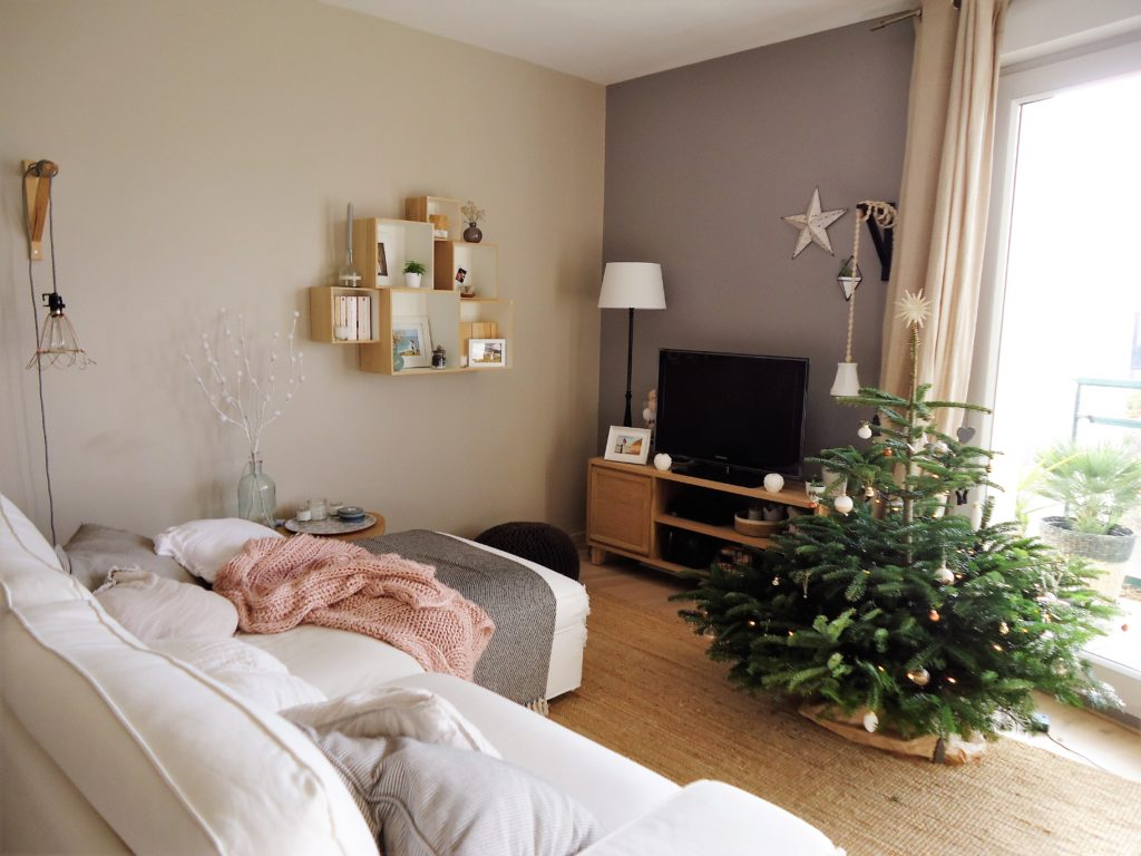 diy une guirlande en branche de sapin home by marie. Black Bedroom Furniture Sets. Home Design Ideas
