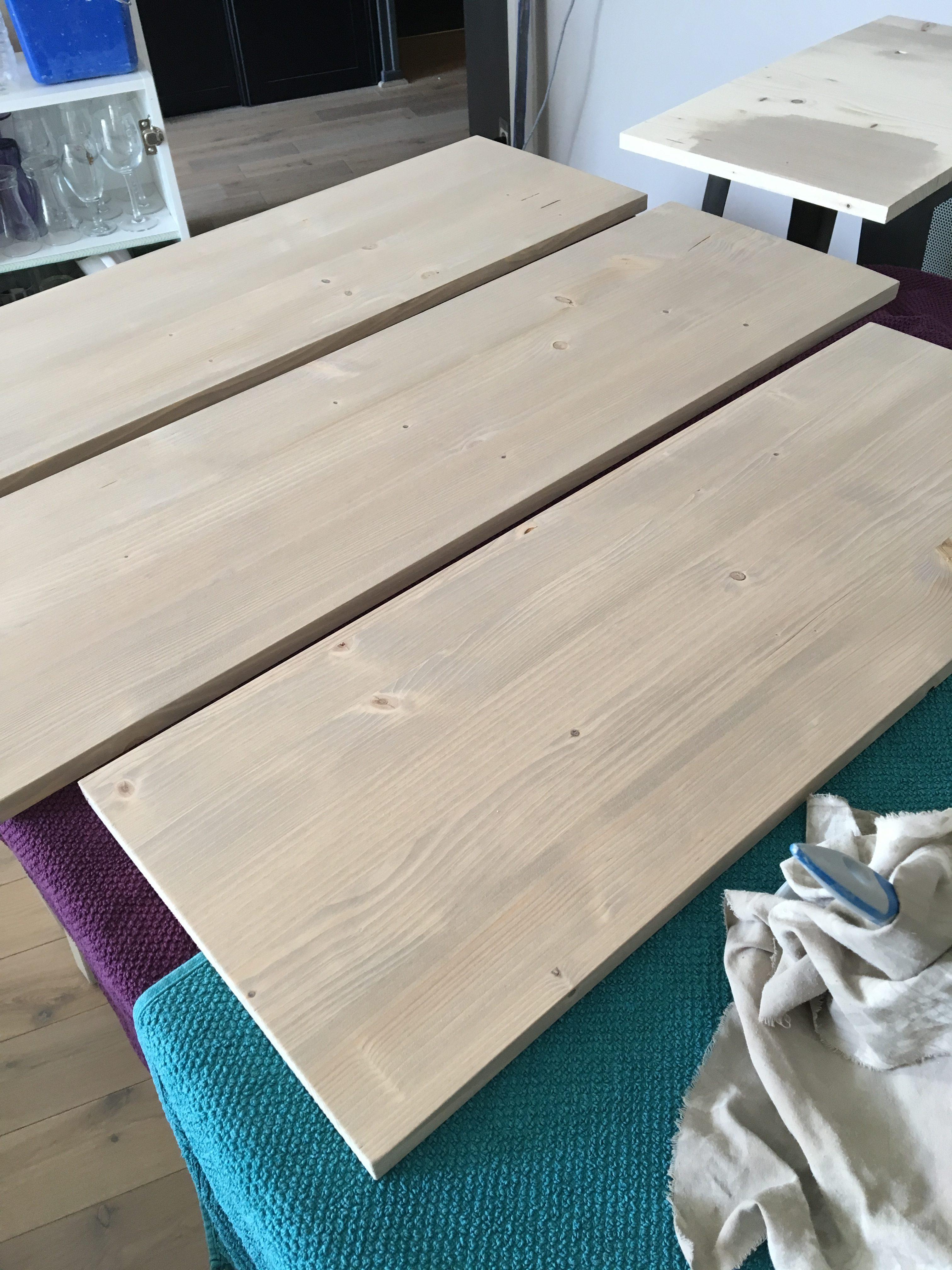 Patine Effet Bois Flotté diy : des étagères murales en bois teinté - homemarie